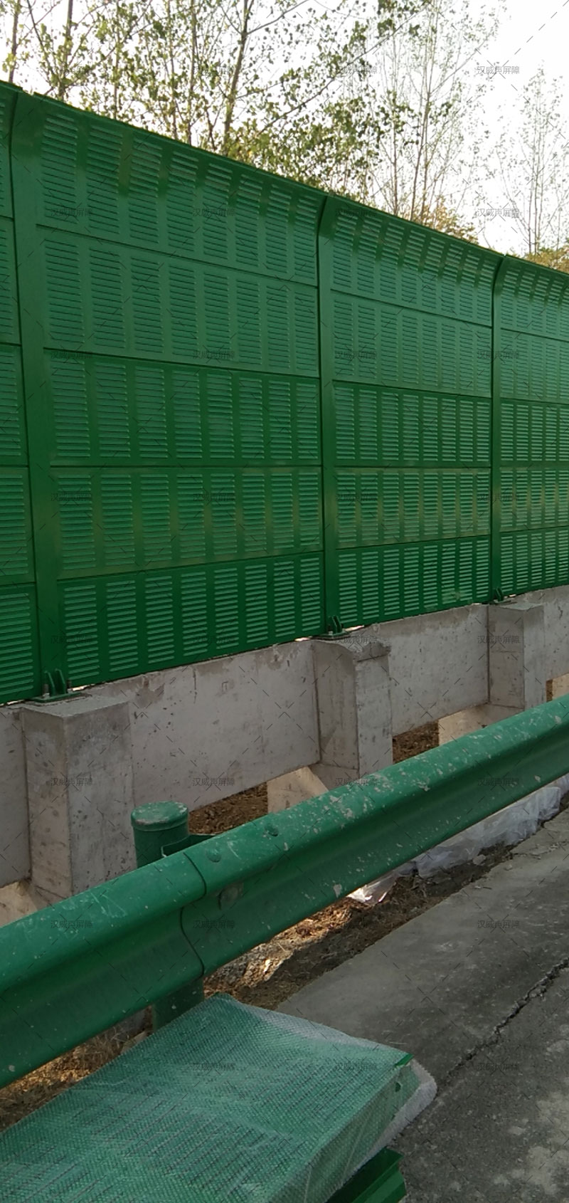 安徽合肥100*148立柱80mm厚屏体道路声屏障案例